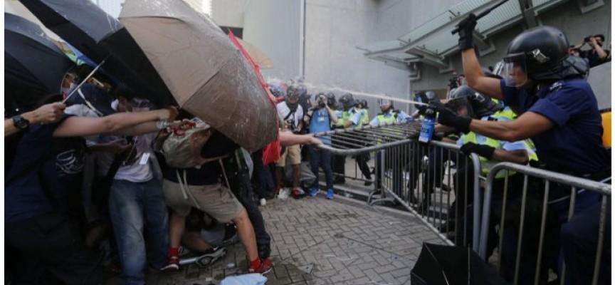 Cari figli di Hong Kong…