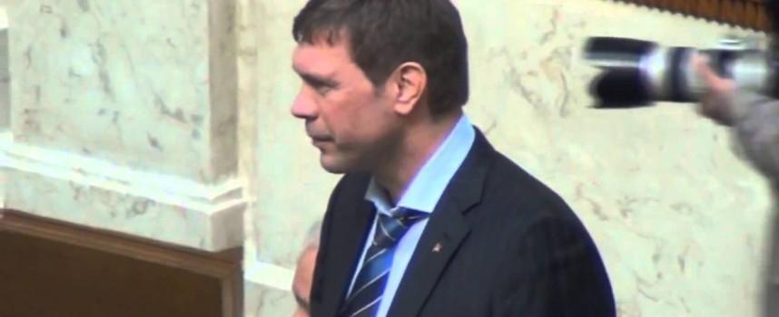 Aprile 2014: il candidato presidente, che denuncia il colpo di stato targato USA, è costretto al ritiro