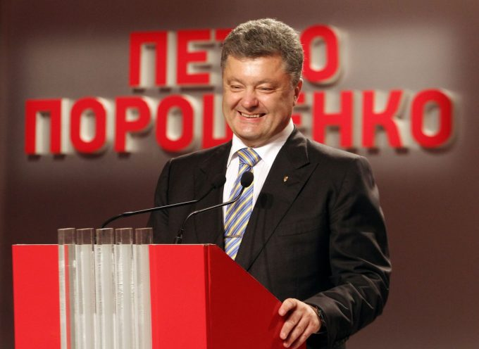 Mariupol, Donetsk, Frunza, sparare ai civili nell'Ucraina dell'est. Poroshenko è responsabile di crimini contro l'umanità