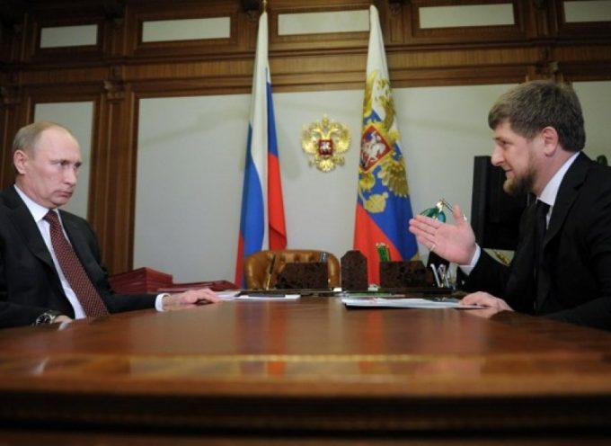 Ramzan Kadyrov offre a Putin le sue *personali* forze speciali volontarie cecene.