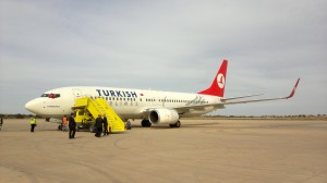 Un velivolo delle Turkish Airlines all'aeroporto di Misurata