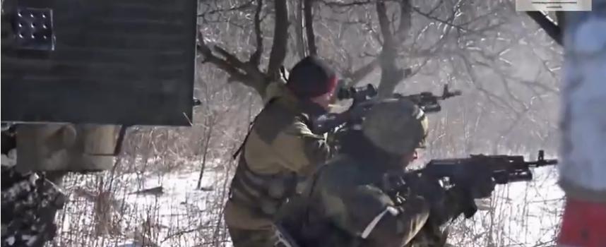Filmati bellici: Soldati UA si arrendono sotto il fuoco dei loro stessi commilitoni