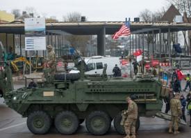 Ennesima provocazione statunitense: Veicoli NATO a 300 metri dal confine Russo