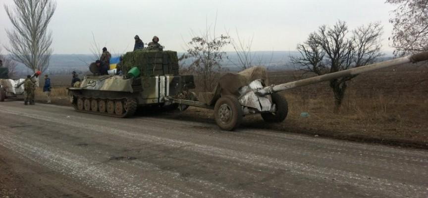 L'accordo di cessate il fuoco è stato violato da Kiev che bombarda le posizioni novorusse, incluso l'Aeroporto di Donetsk