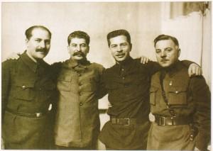 Primo da destra, Lazar' Moiseevič Kaganovič