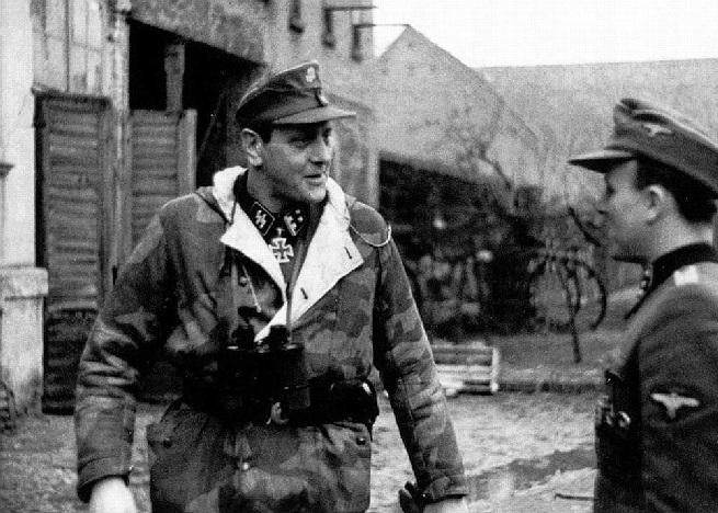 Otto Skorzeny (a sinistra)