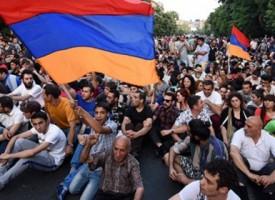 """E' una """"rivoluzione colorata"""" quella in corso in Armenia?"""