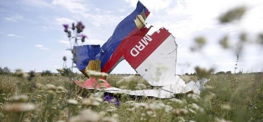 Il corpo del pilota del volo MH17: qualche notizia in più sull'insabbiamento del caso