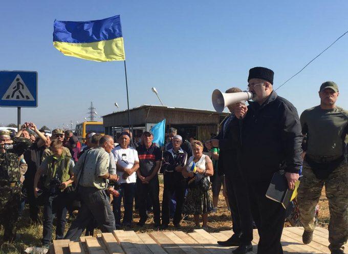 """Dogane """"fai da Te"""": Tatari e Uomini di Yarosh """"bloccano"""" la Crimea"""
