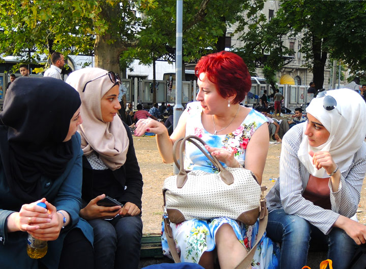 Ragazze rifugiate a Belgrado