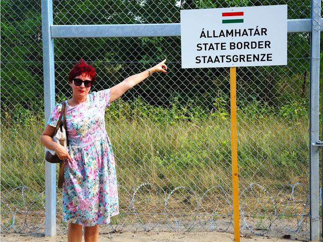 """Alla """"Grande"""" Muraglia Ungherese, che l'Ungheria sta costruendo per difendersi dall'invasione degli immigrati"""