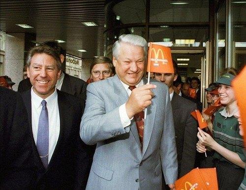Yeltsin all'apertura di McDonald, all'inizio degli anni '90.