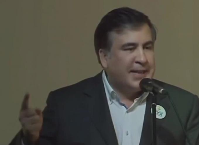 Saakashvili tuona contro la corruzione (sic!)