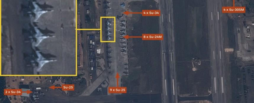 Immagine satellitare di aerei russi alla base siriana di Hmeymim