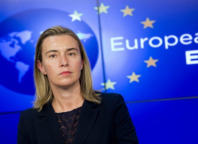 """L'Unione Europea adotta cinque assurdi """"principi guida"""" per """"trattare"""" con la Russia"""