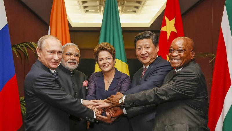 I leader dei BRICS nel 2014: da destra a sinistra Putin, Modi, Rousseff, Xi and Zuma.