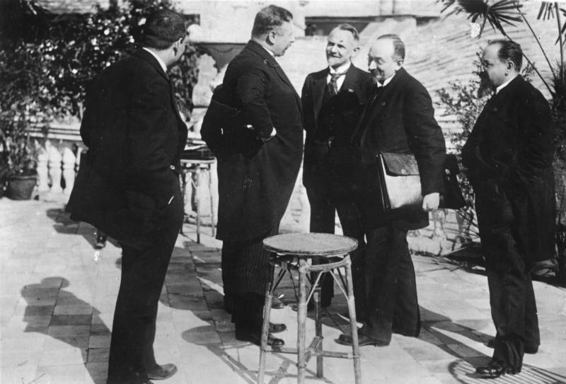 1922: Walther Rathenau per la Repubblica di Weimar e Georgij Vasil'jevič Čičerin per l'URSS siglano il Trattato di Rapallo