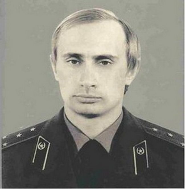 Vladimir Putin capitano del KGB .