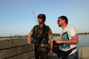 """Iraq, 2003: la """"polizia internazionale"""" è intervenuta, ma le cose non vanno affatto meglio"""
