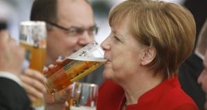 Il Cancelliere Tedesco Merkel assiste alla cerimonia per il 500° anniversario dei Dettami di Purezza della Birra a Ingolstadt.