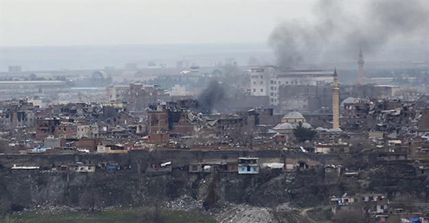 La repressione turca ha colpito pesantemente le città curde: nella foto Dyarbakir