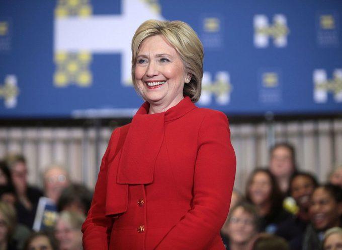 Perché il caso delle e-mail di Hillary Clinton non è ancora chiuso