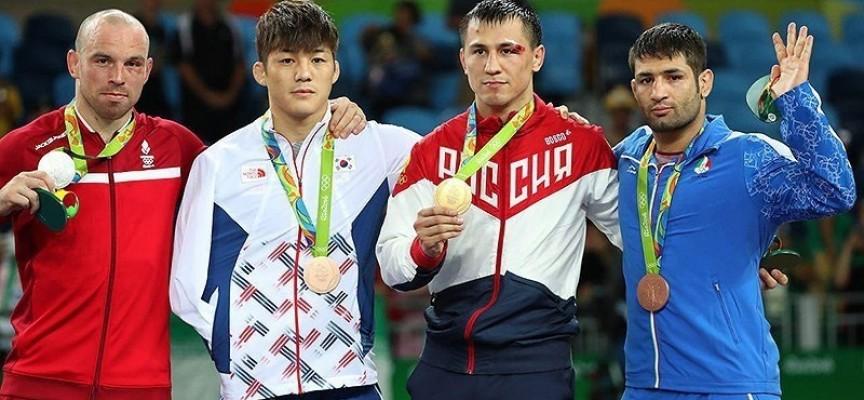La squadra americana vince l'oro ma svilisce le Olimpiadi con un comportamento da Guerra Fredda