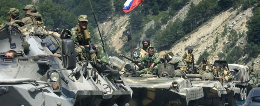 """La Russia ammassa le truppe al confine della Crimea, l'Ucraina mette in guardia su una possibile invasione russa """"ad ogni istante"""""""