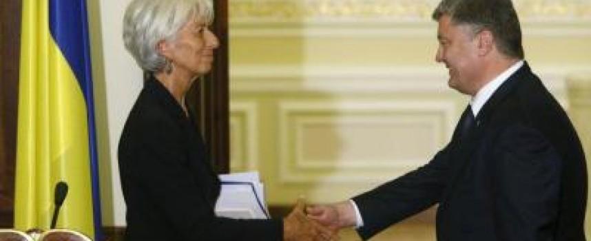 Il FMI si piega a Poroshenko (per la seconda volta)