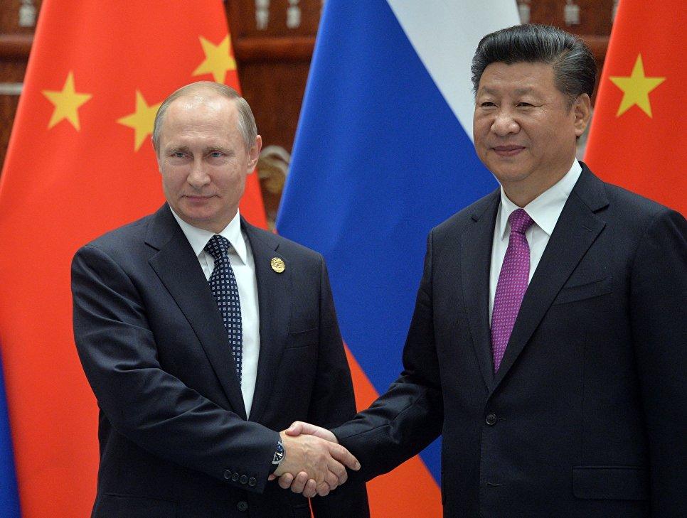 Il presidente russo Vladimir Putin e il presidente cinese Xi Jinping durante un incontro a Hangzhou