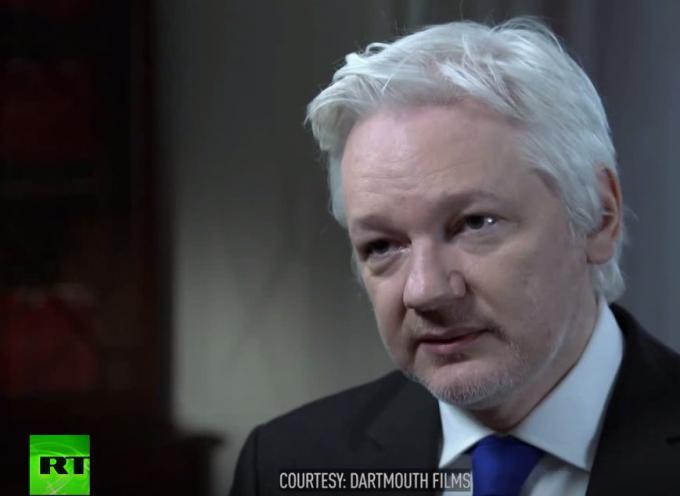 John Pilger intervista Julian Assange