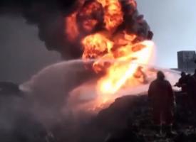 Battaglia di Mosul – Il Daesh in ritirata incendia i pozzi di petrolio