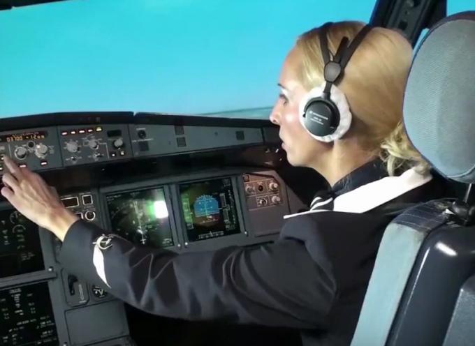 Sarebbe in grado un'assistente di volo di far atterrare un aereo di linea?
