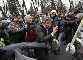"""Maidan: solo i nostri """"Dem"""" non sanno che fu Golpe"""