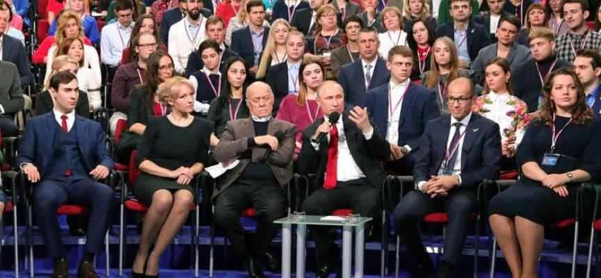 Vladimir Putin al Forum del Fronte Popolare Panrusso