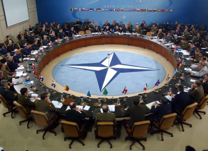 Se la NATO vuole la pace e la stabilità dovrebbe starsene a casa