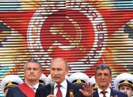 A sinistra, con Putin!