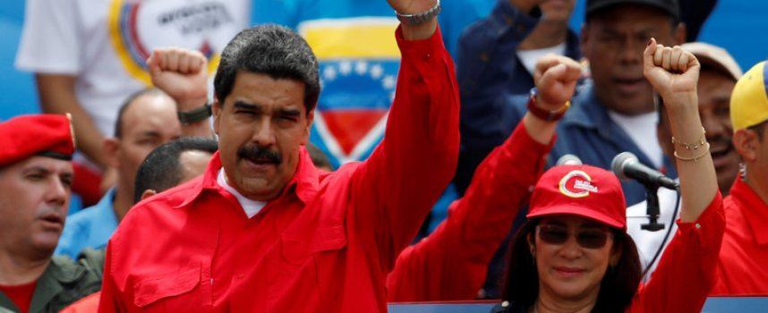 Il Venezuela alle urne, la fila si forma all'alba