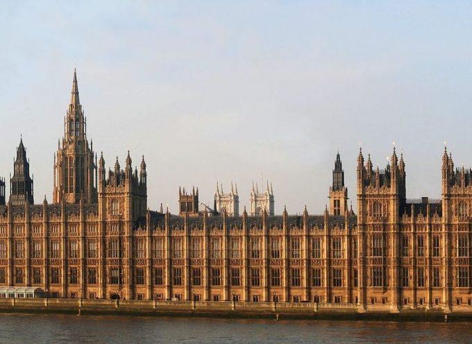 L'Inghilterra sembra più instabile adesso di quanto abbia mai visto prima