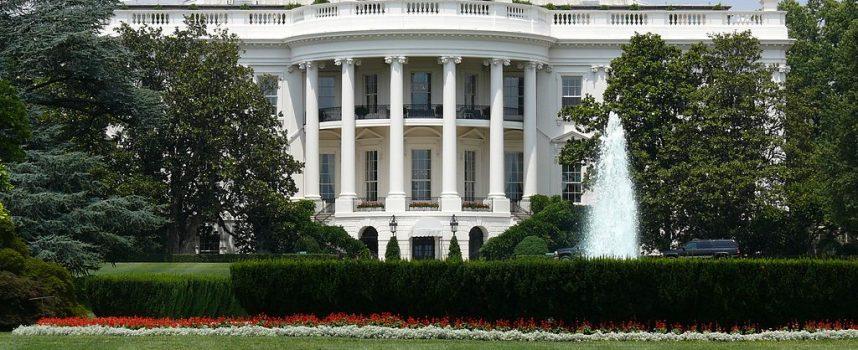 Il Cremlino lancia un duro monito a Washington sugli aiuti al terrorismo in Siria