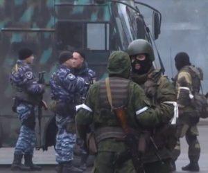 Uomini Armati nelle Strade, Colonna Militare entra a Lugansk