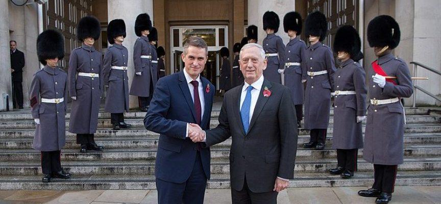 """Il Segretario alla Difesa inglese accusa la Russia di pianificare l'uccisione di """"migliaia e migliaia"""" di inglesi"""