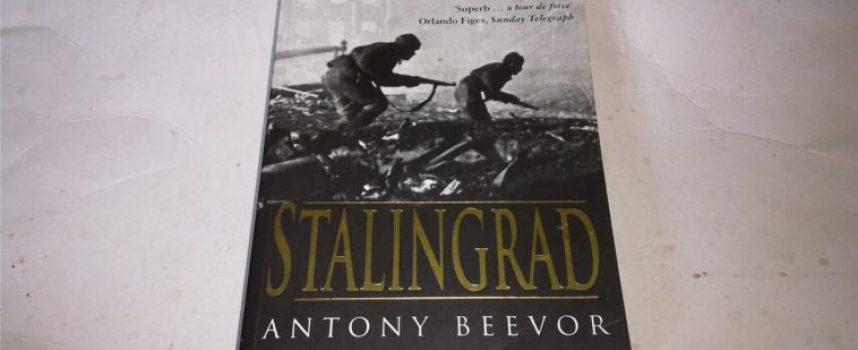 """L'Ucraina mette al bando il bestseller """"Stalingrado"""" di un noto storico inglese"""