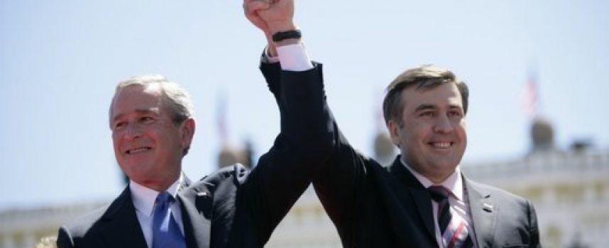 Anche se Saakashvili è stato esiliato, le sue gesta lo seguono ovunque