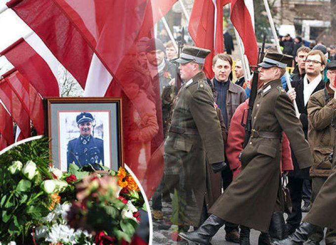 """L'esercito lettone ha giurato al suono della marcia della Legione lettone delle """"Waffen SS"""""""