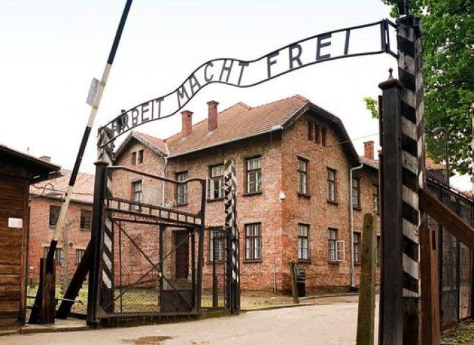I fascisti marciano ad Auschwitz