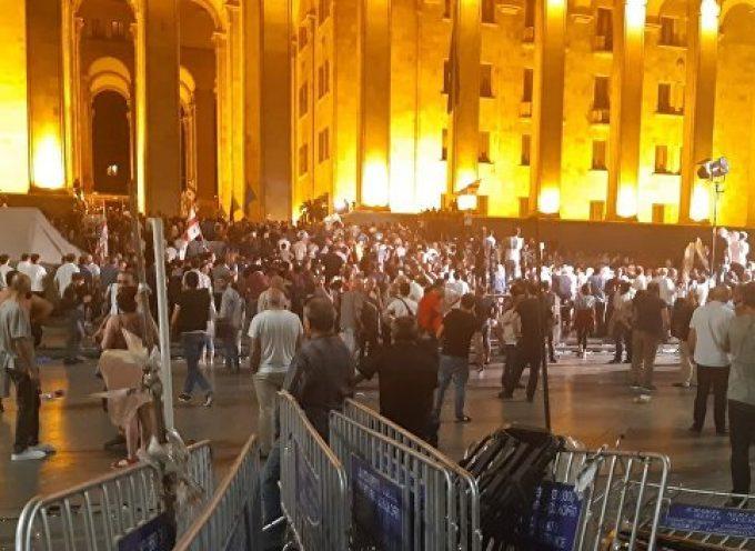 Il caso dell'MH17 e l'imitazione di un Maidan in Georgia: le provocazioni dei globalisti