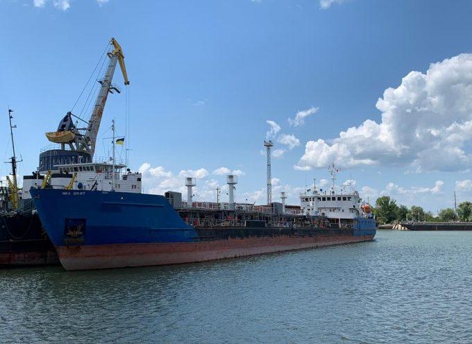 L'Ucraina sequestra una nave russa – gli è stato ordinato dal regime di Trump?