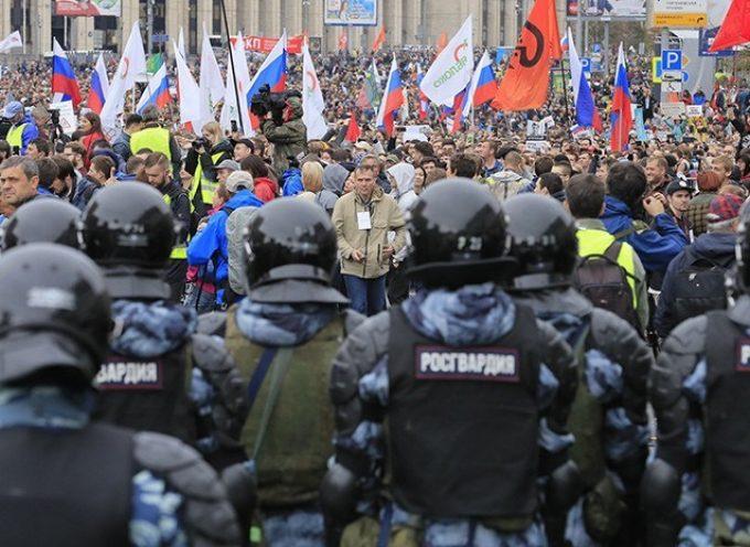 """""""Non ho visto brutalità della Polizia"""": intervista all'attivista per i diritti umani Eva Bartlett sulle manifestazioni di opposizione a Mosca"""