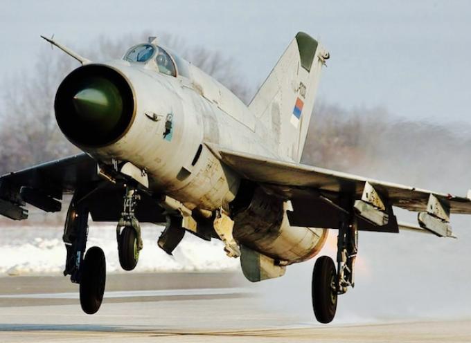 Quando un MiG-21 è meglio di un F-22; comparare l'uso di caccia di vecchie generazioni con piattaforme per la superiorità aerea allo stato dell'arte